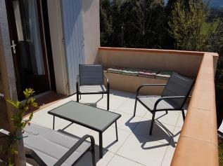 Terrasse non couverte (accès chambres triples 1 et 2)
