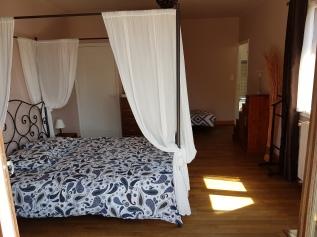 Chambre triple 2 (lit 160/200 et 1 lit simple) - vue piscine