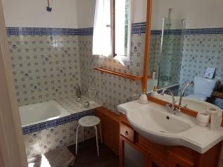 Salle de bain 2 (baignoire/WC)