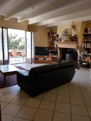 Salon (accès terrasse couverte)