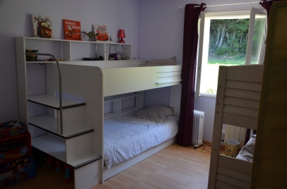 Chambre 4/5 (lits superposés 90/200 plus 3° lit tiroir) - (vue sur forêt)